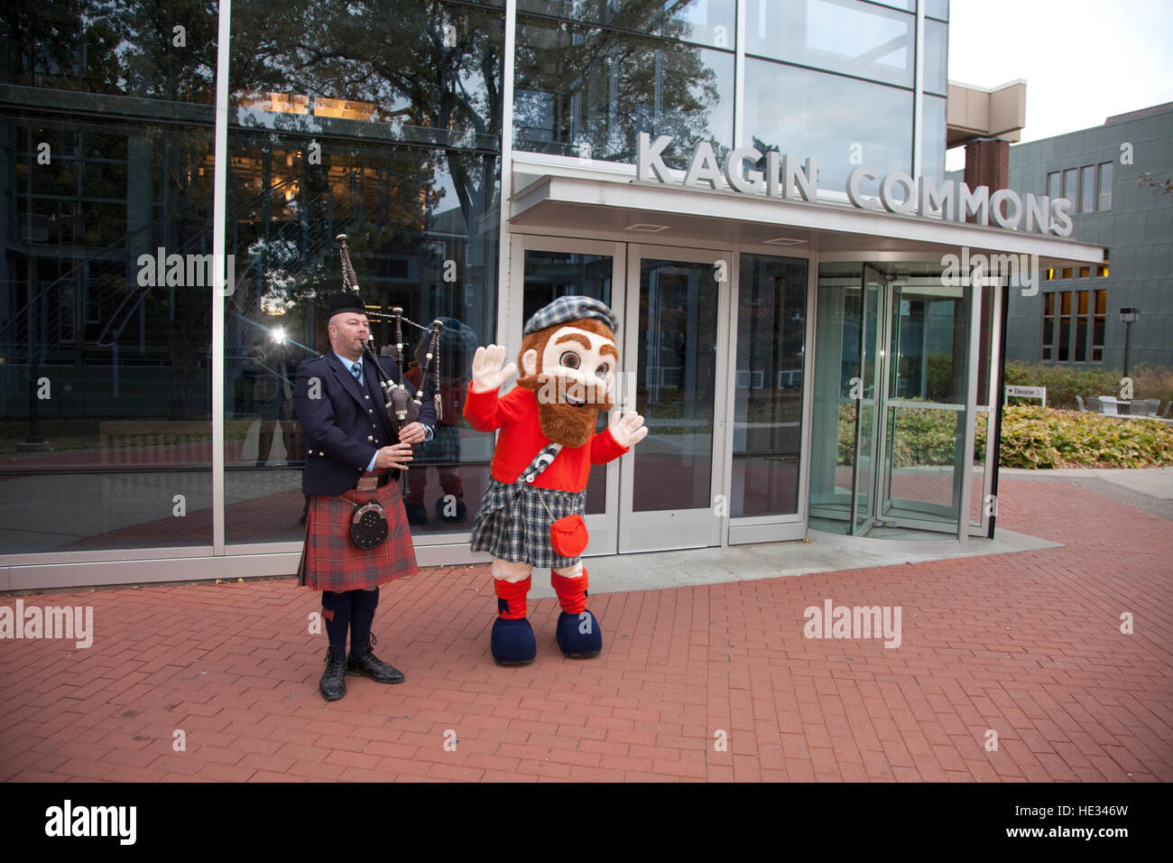 Macalester College Mascot Mac the Scot and bag piper, welcome alumni to Kagin Commons. St Paul Minnesota MN USA - Stock Image