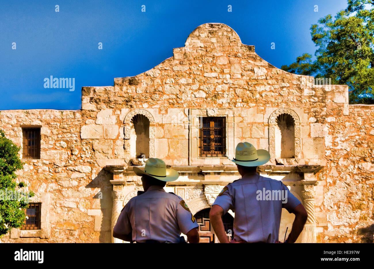San Antonio Missions, Texas Rangers guarding The Alamo (AKA Mission San Antonio de Valero), State Historic Site - Stock Image