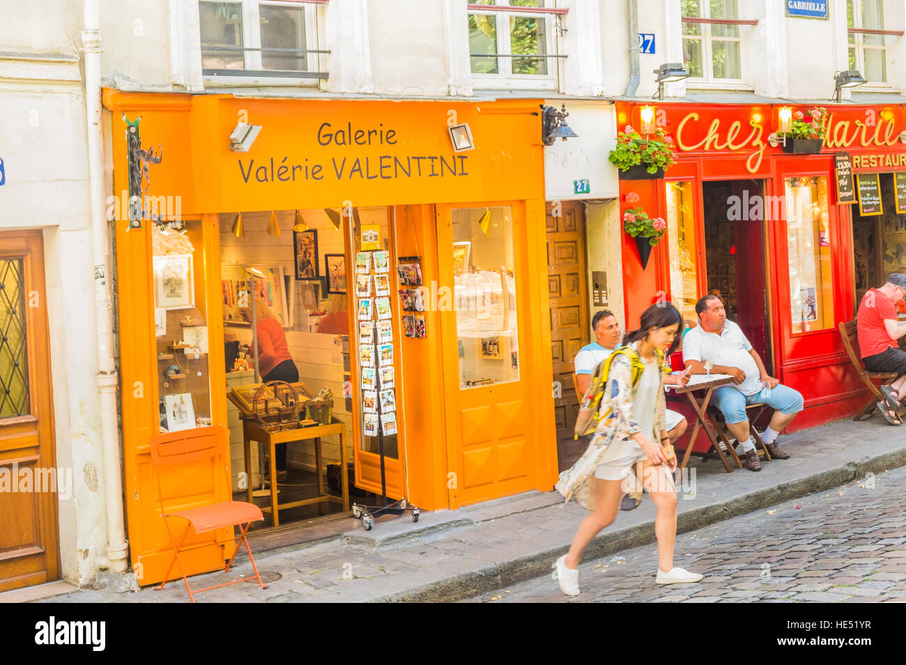 street scene in front of galerie valerie valentini and restaurant chez marie, rue gabrielle, montmartre district - Stock Image