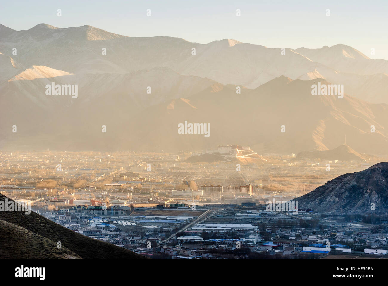 Lhasa: View of Lhasa with the Potala, Tibet, China - Stock Image