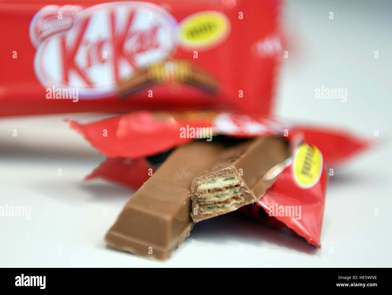 Berlin, Germany. 15th Dec, 2016. ILLUSTRATION: A KitKat chocolate bar on a table in Berlin, Germany, 15 December - Stock Image