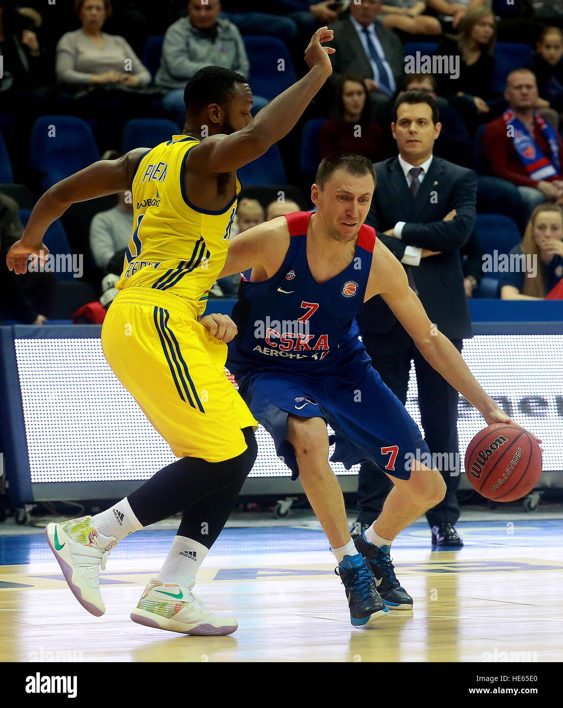 MOSCOW, RUSSIA: DECEMBER 18, 2016: Khimki Moscow Region's Jacob Pullen (L) and CSKA Moscow's Vitaly Fridzon - Stock Image