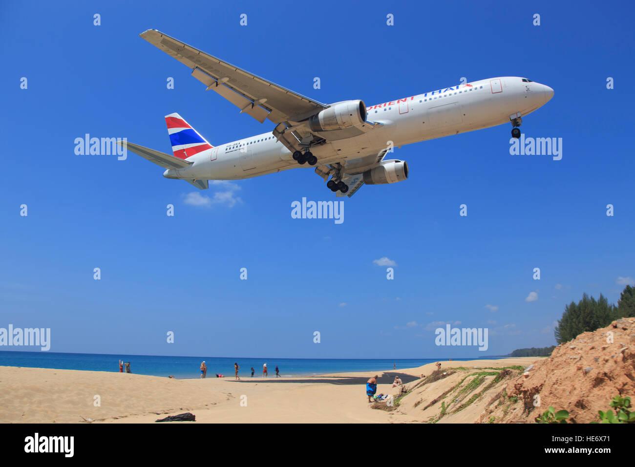 Phuket/thailand Februar 10, 2015: Boeing 767 from Buisness Air landing at Phuket Airport. - Stock Image