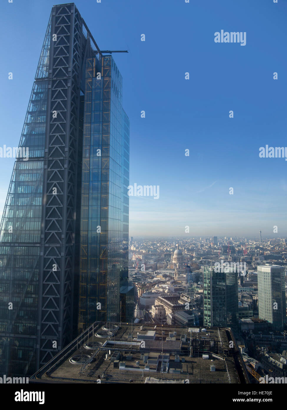 122 Leadenhall Street (The Cheesegrater) in London's financial district - Stock Image