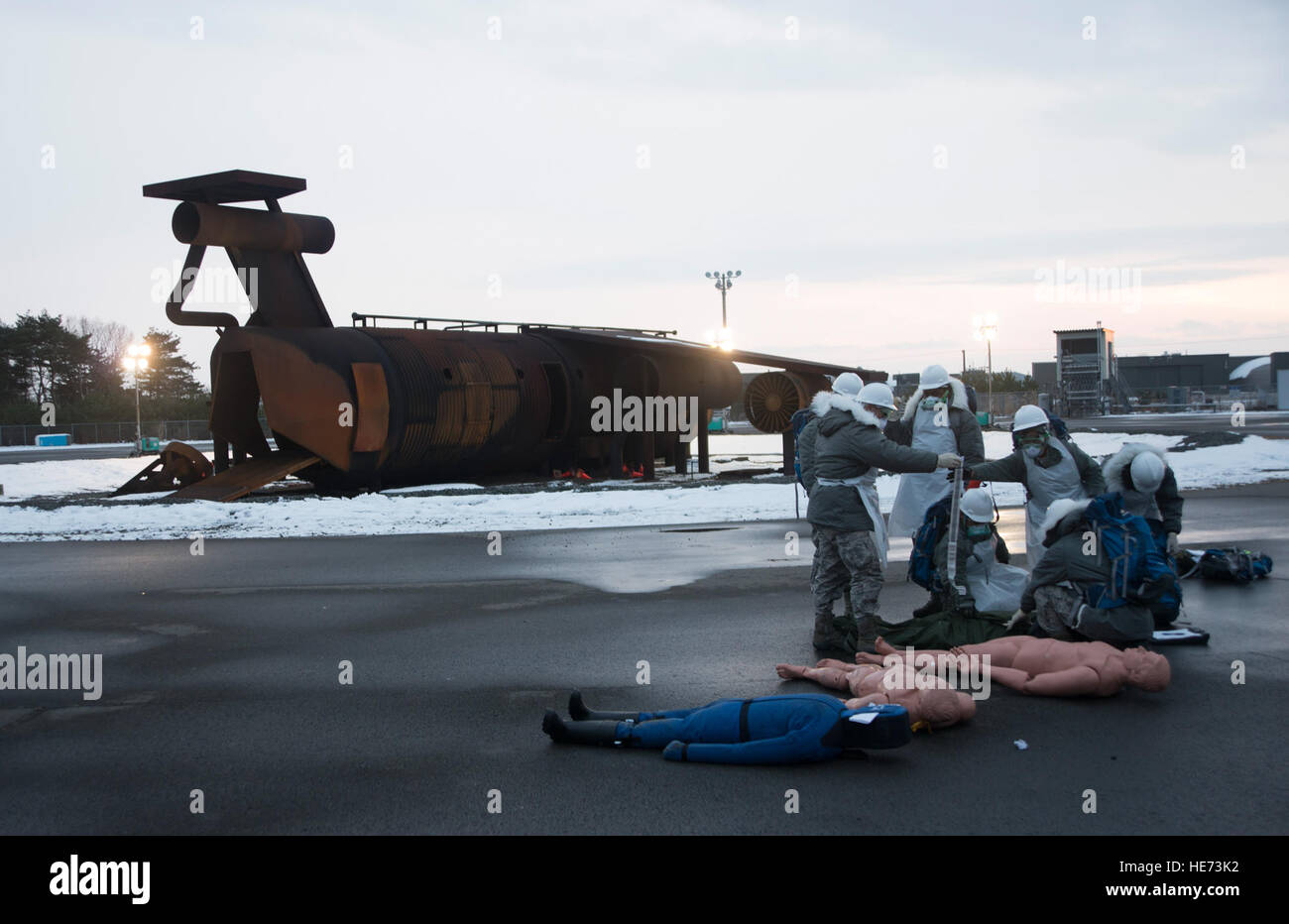Search and recovery Airmen from the 35th Force Support Squadron examine a simulated body during exercise Beverly - Stock Image