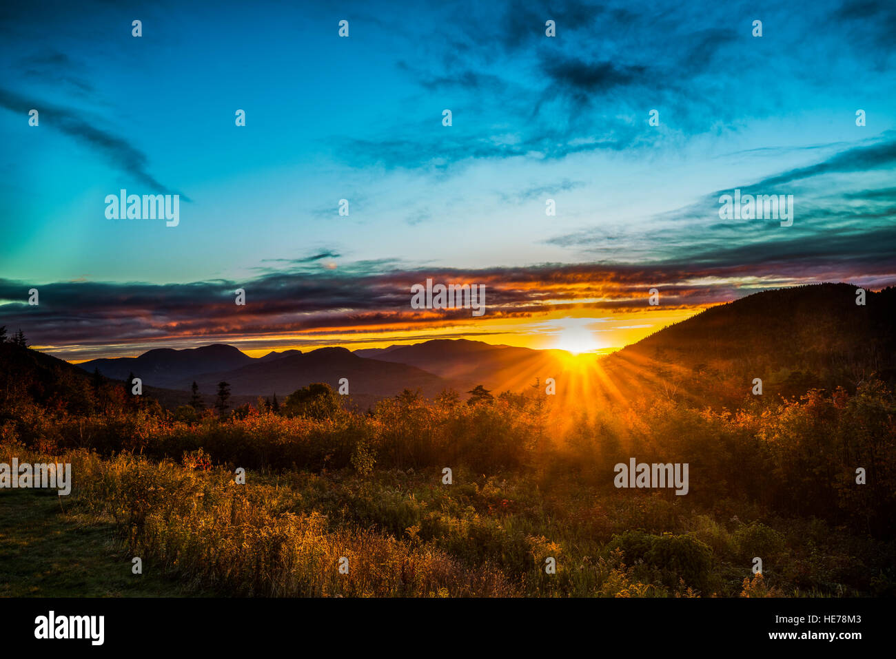 Sun rises over the White Mountains along the Kancamagus Highway at the Pemigewasset Overlook, White Mountain National - Stock Image
