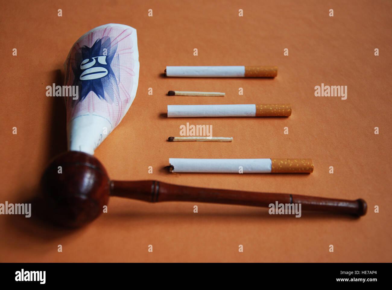Harmfulness of cigarettes: spending money - Stock Image