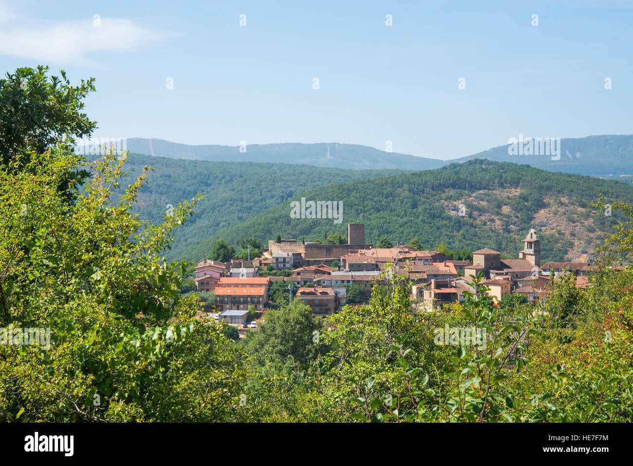 Overview of the village and landscape. San Martin del Castañar, Sierra de Francia Nature Reserve, Salamanca - Stock Image