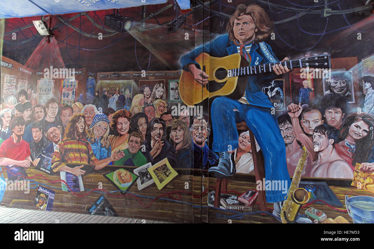 Duke Of York Pub,Belfast Titanic mural artworks - Stock Image
