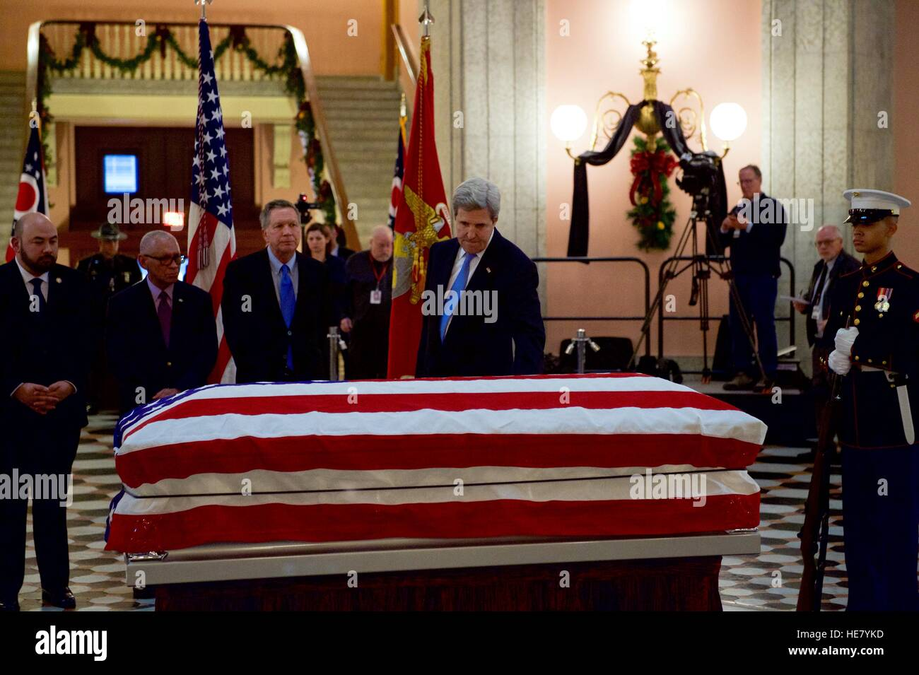 U.S. Secretary of State John Kerry touches the casket of astronaut and former Senator John Glenn as Speaker of the - Stock Image