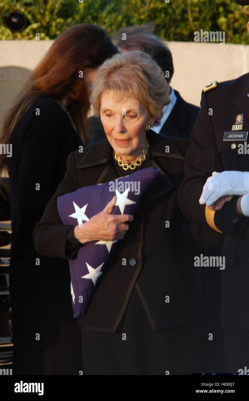 Former U.S. First Lady Nancy Reagan clutches the flag that covered the casket of former U.S. President Ronald Reagan - Stock Image