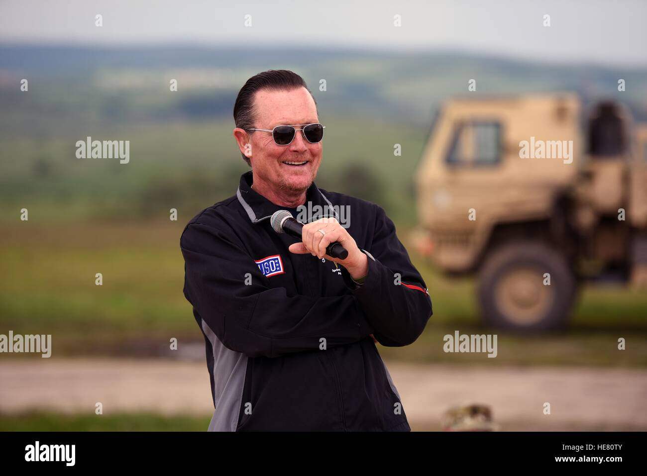 Actor Robert Patrick entertains U.S. and Romanian troops during the first-ever National Guard USO show at the Cincu - Stock Image