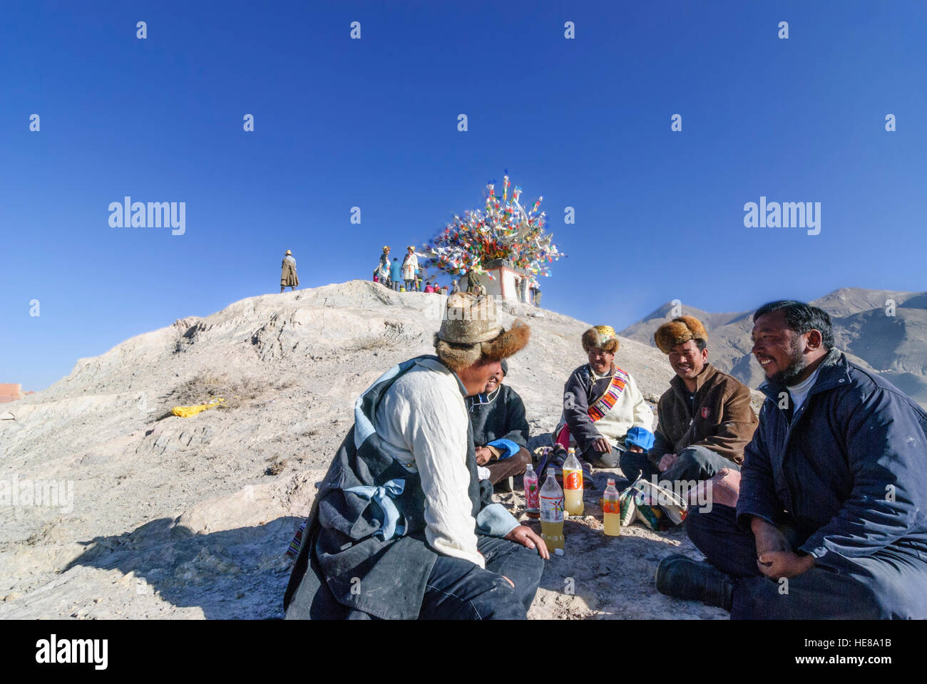 Gyantse: Tibetans celebrate the Tibetan New Year with Chang (fermented beer), Tibet, China - Stock Image