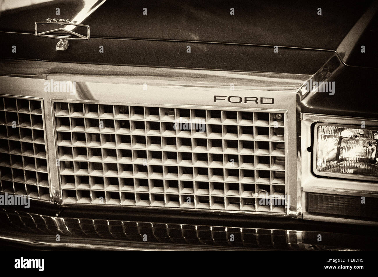 Photo Ford Ltd Crown Victoria Year 1983 1991 Compartment Sign