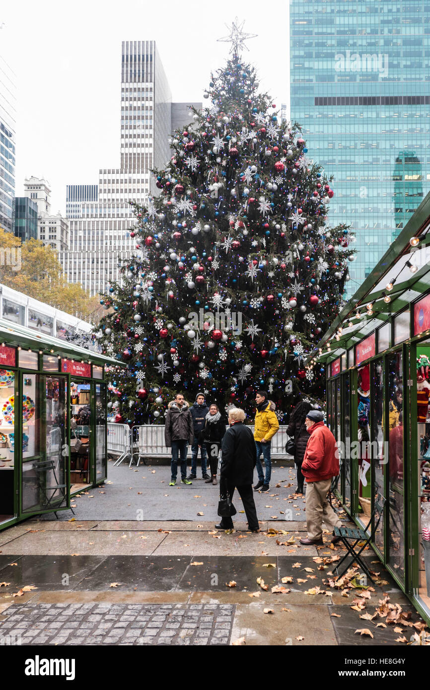 Christmas Market New York City.Christmas Tree At Bryant Park Winter Market New York City