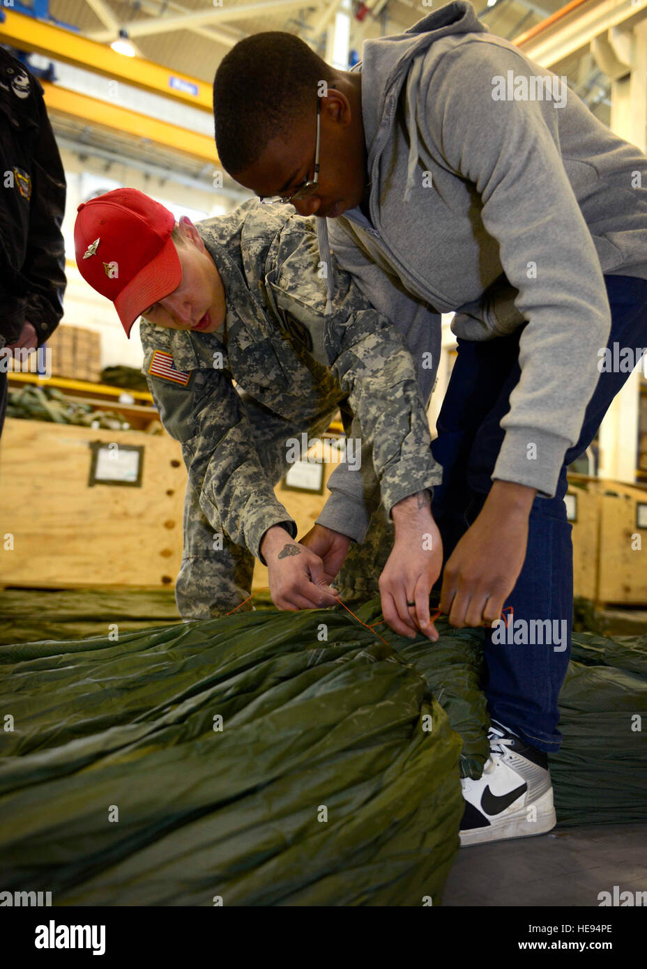 (From left) U.S. Army Sgt. Bryant Ward, Headquarters and Headquarters Company 173rd Brigade Support Battalion parachute - Stock Image