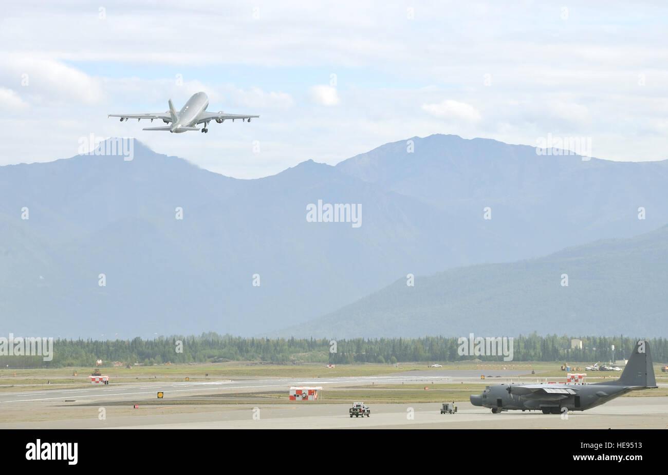 A CC-150 Polaris Airbus from 437 Squadron in Trenton, Ontario, takes off from Joint Base Elmendorf-Richardson, Alaska, Stock Photo