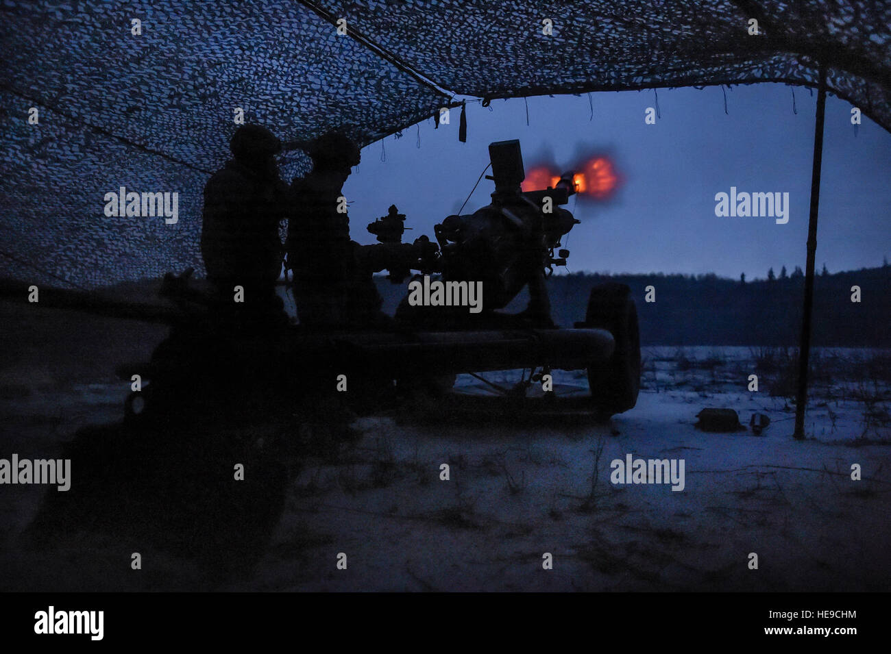 Paratroopers assigned to B Battery, 2nd Battalion, 377th Parachute Field Artillery Regiment, 4th Infantry Brigade Stock Photo