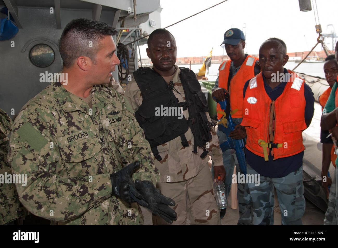 PORT OF DJIBOUTI, Djibouti (May 28, 2012) – U.S. Navy Petty Officer 1st Class John Brooks (left), Maritime Civil Stock Photo