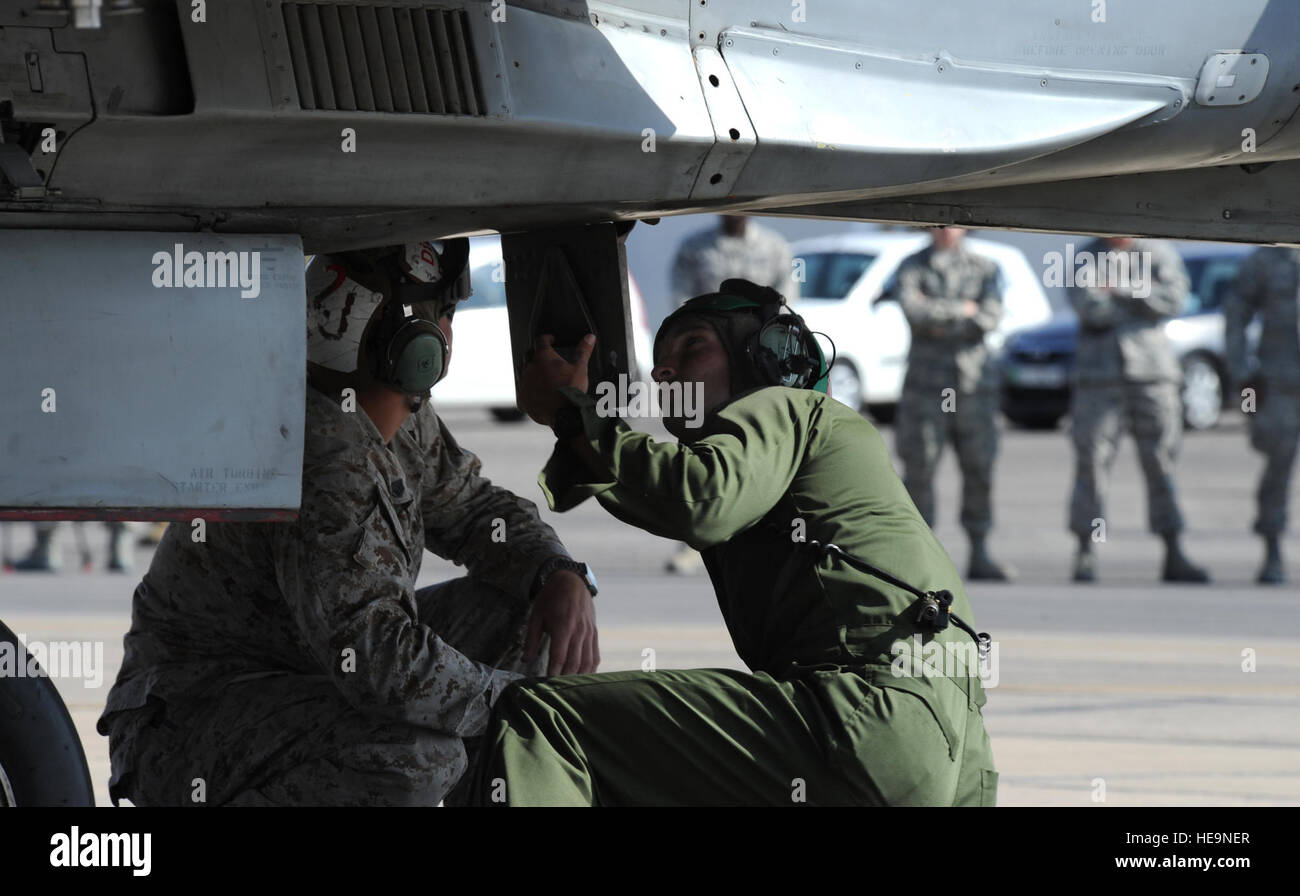 Members assigned to the Marine Fighter Attack Squadron 314 at Marine Corps Air Station Miramar, Calif., prepare - Stock Image