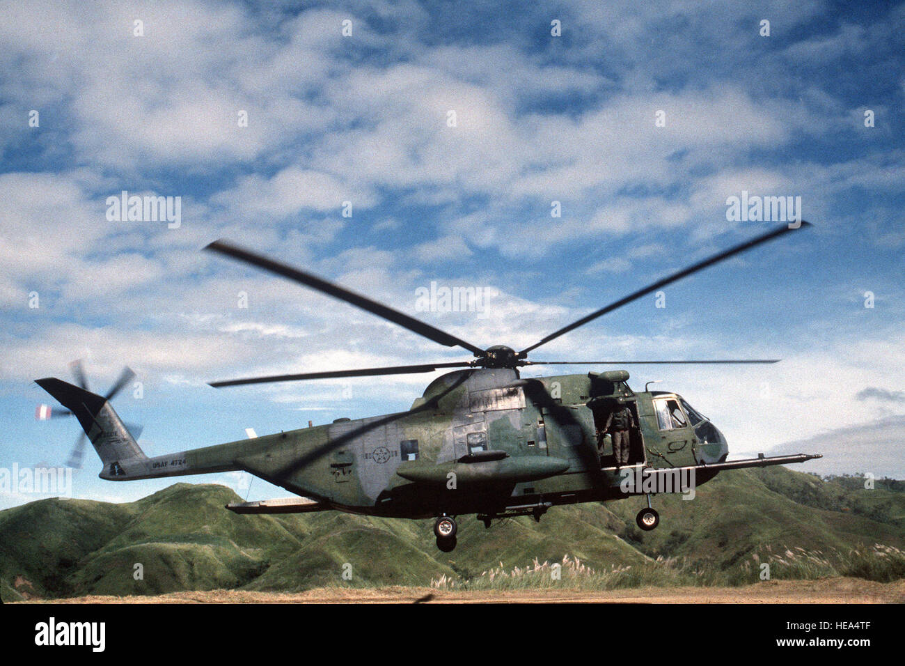 An HH-3E Jolly Green Giant helicopter of the 31st Air Rescue and Recovery Squadron delivers VIPs of the Royal New - Stock Image