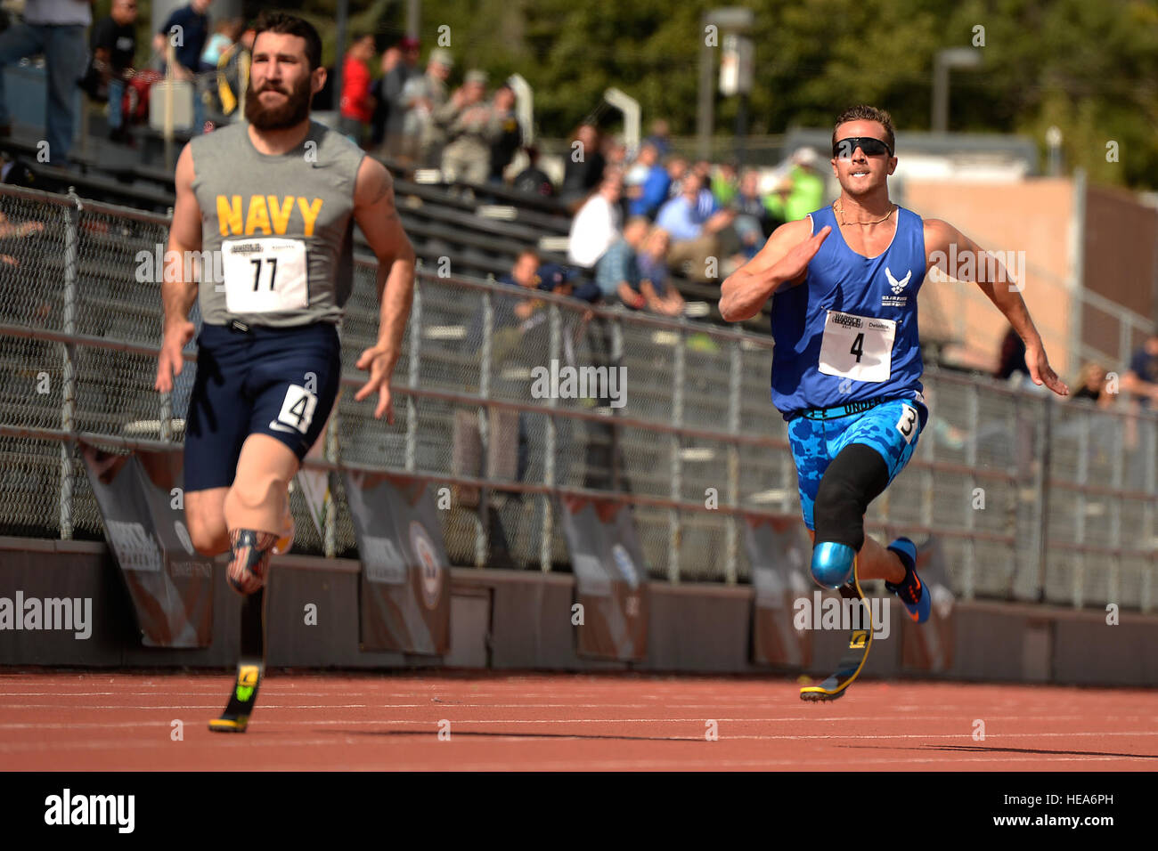 Air Force athlete Gideon Connelly (right) competes in track and field during the 2014 Warrior Games in Colorado - Stock Image