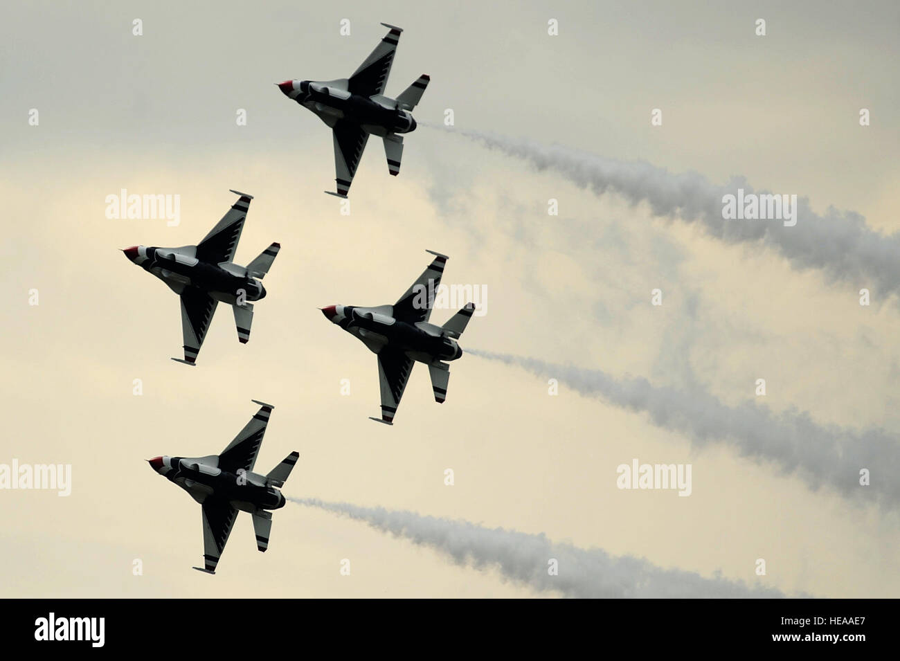 """The U.S. Air Force """"Thunderbirds"""", perform the Diamond 360 during the Joint Base McGuire-Dix-Lakehurst Open House, Stock Photo"""
