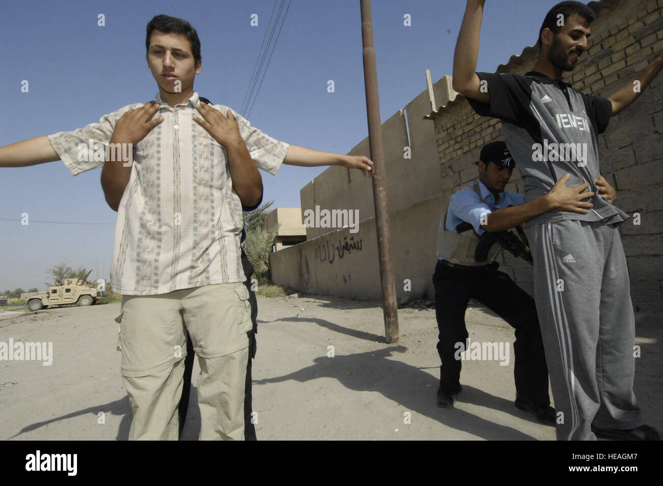Iraqi police search potential recruits for the Iraqi police academy, June 17. Along with members of the U. S. Army's - Stock Image
