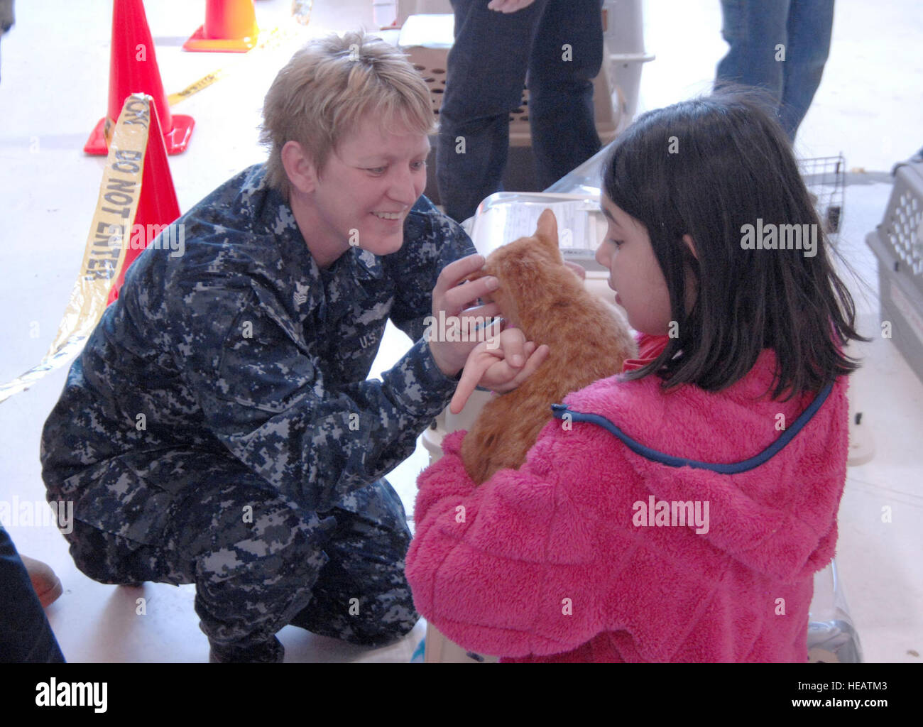 Petty Officer 1st Class Laurie Roods, Navy Operational Support Center Denver, helps Gloria Loveday find her cat Stock Photo