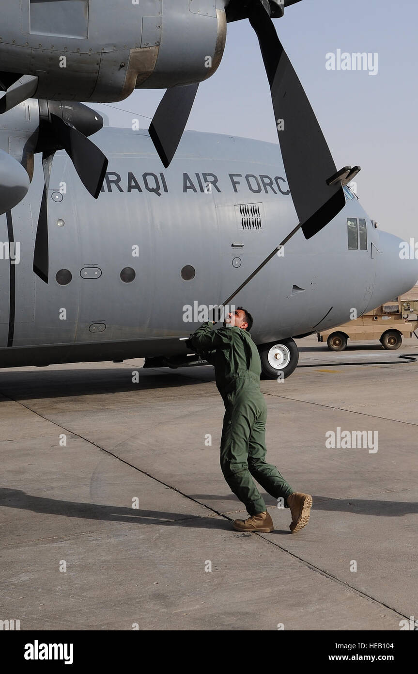 A crew member rotates a propeller blade of an Iraqi C-130 after landing at Ali Base, Baghdad, Sept. 16, 2009.  The - Stock Image