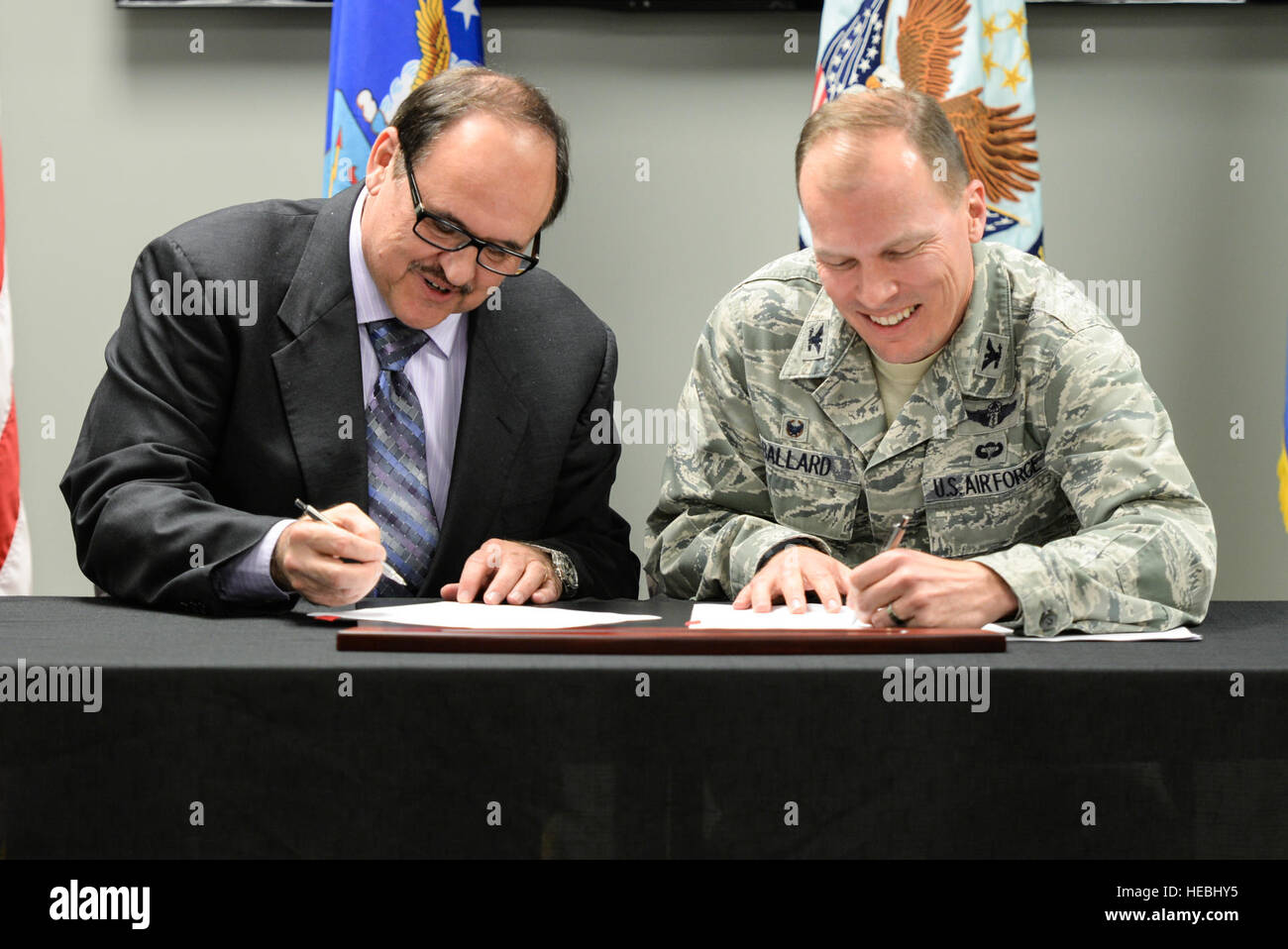 Jack Hetrick, Veterans Integrated Support Network Region 10 director and U.S. Air Force Col. Timothy Ballard, 88th - Stock Image