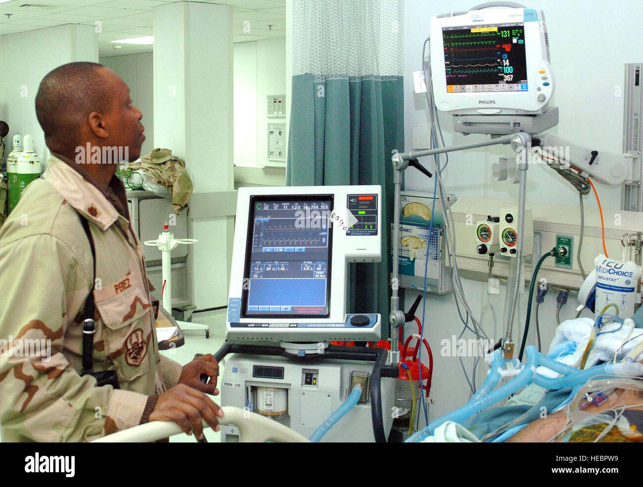 BAGRAM AIRFIELD, Afghanistan - Maj. (Dr.) Clifford Perez, Task Force Med general surgeon, uses the state of the - Stock Image