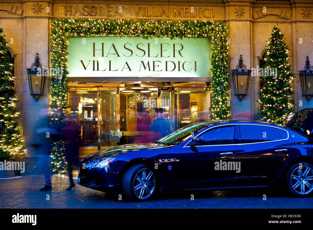 Hassler villa medici hotel entrance at christmas for Casa classica villa medici