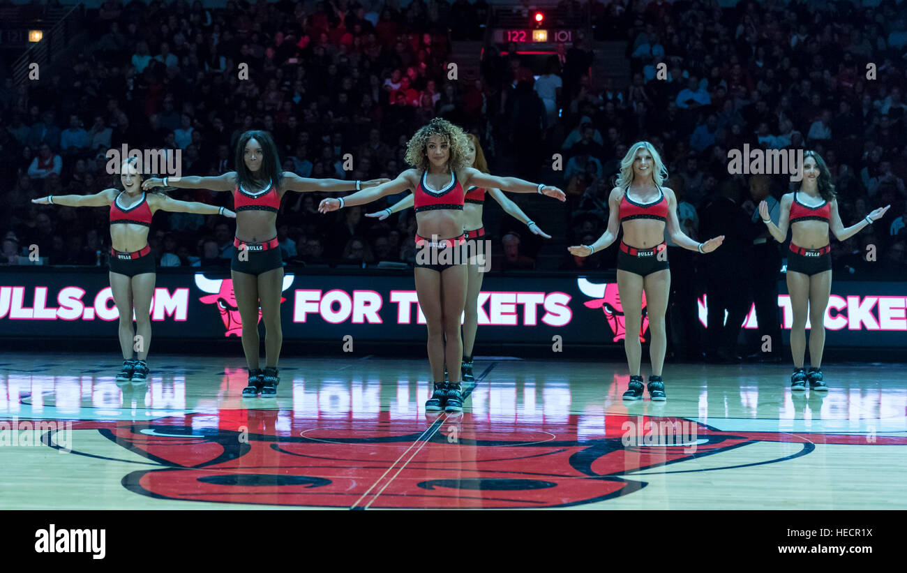 Chicago, USA.  19 December 2016. The Bulls cheerleaders, The Luvabulls, entertain spectators during the Chicago Stock Photo