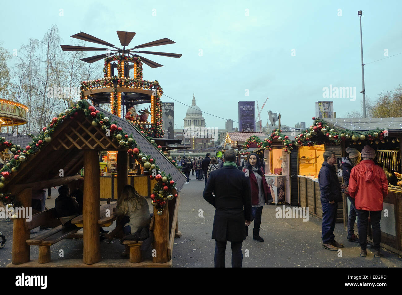 London, UK. 21st December 2016. Visiters to Tate Modern Christmas Market with no obvious sign of hightened security - Stock Image