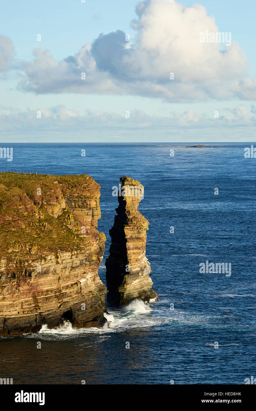 The Knee sea stack off Duncansby Head, Caithness, Scotland - Stock Image
