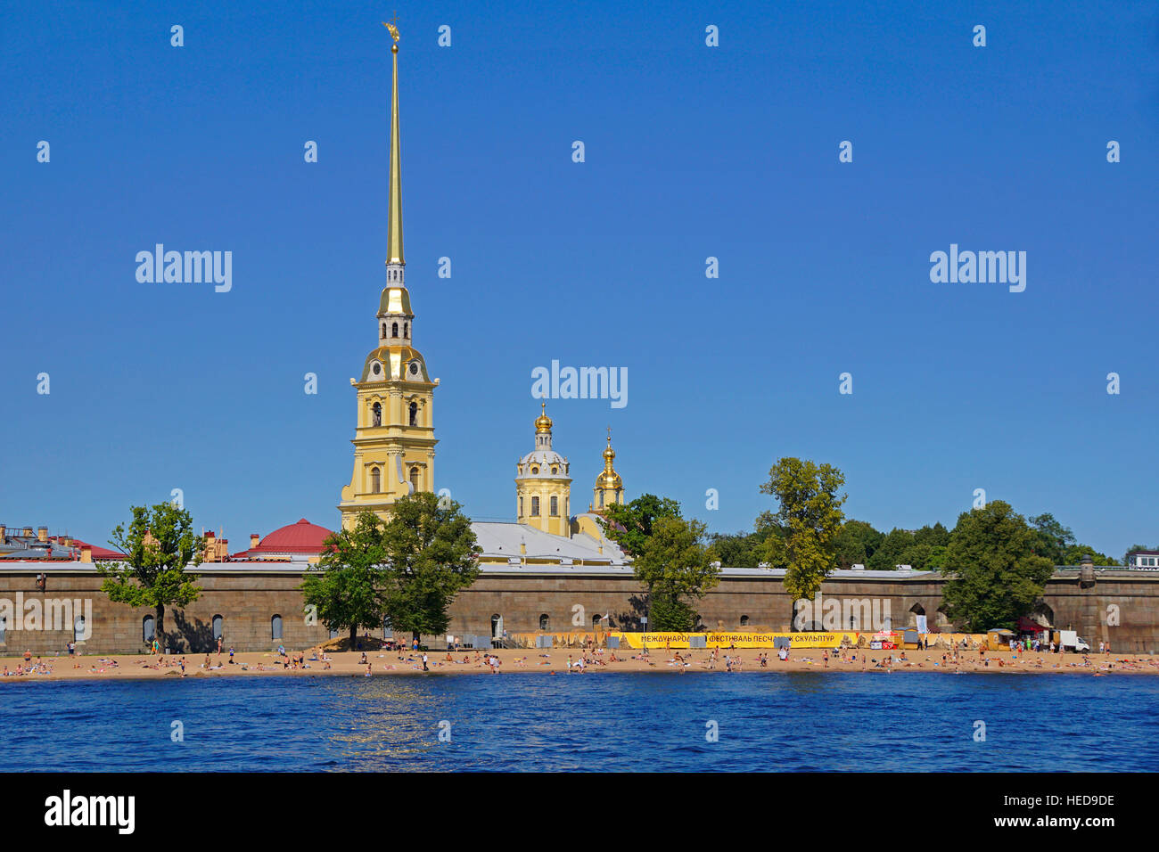 Peter and Paul Fortress with beach on Neva River in St. Petersburg, Russia. - Stock Image