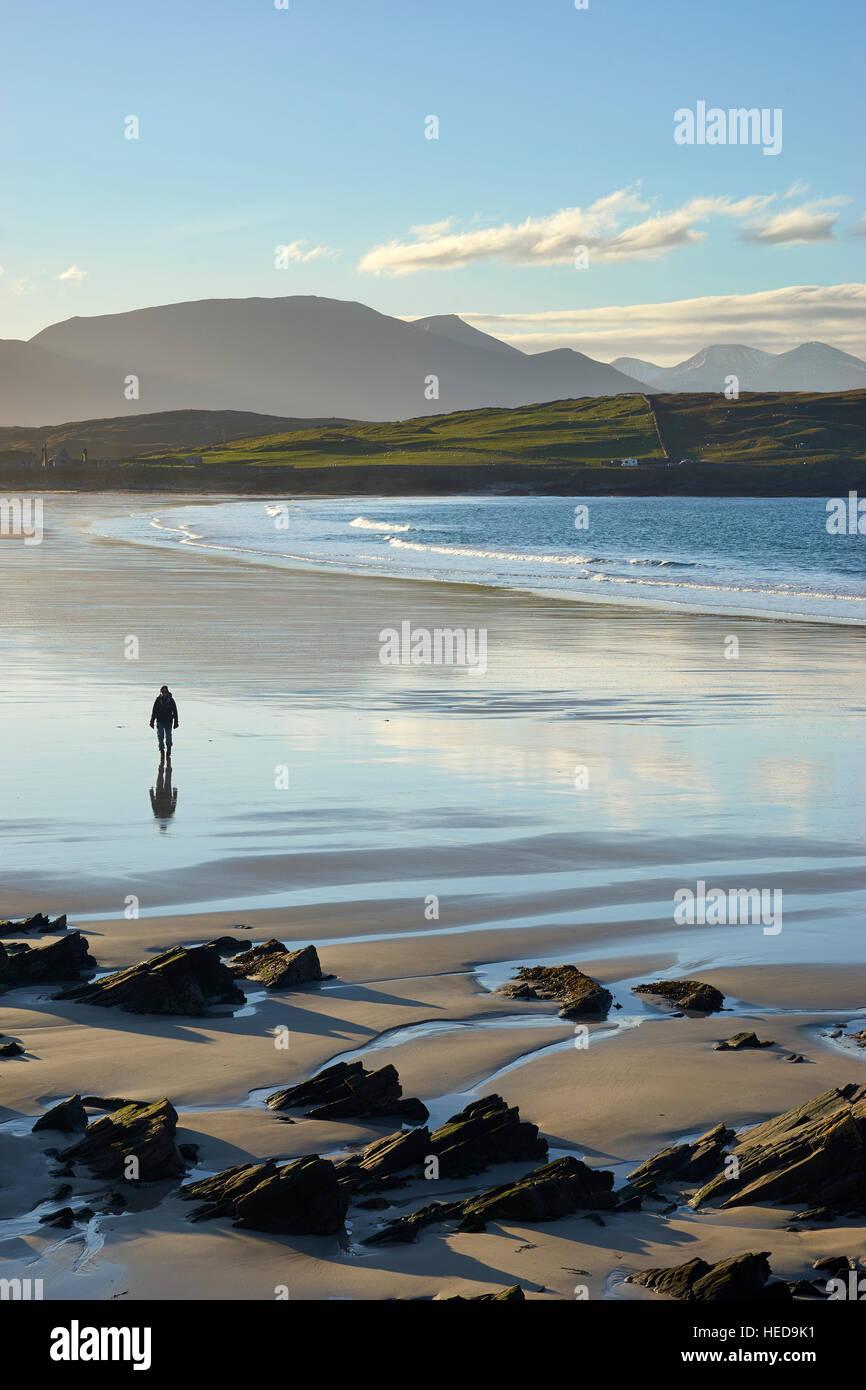 Walking on Balnakeil Bay beach, near Durness, Sutherland, Scotland Bay beach, near Durness, Sutherland, Scotland - Stock Image