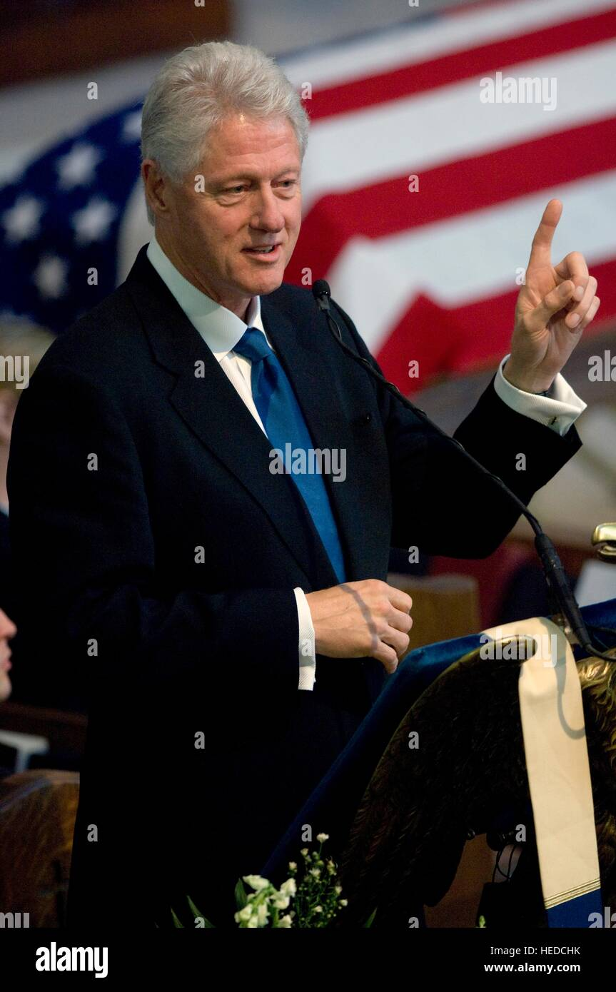 Former U.S. President Bill Clinton delivers a eulogy for former Joint Chiefs of Staff Chairman William Crowe during - Stock Image
