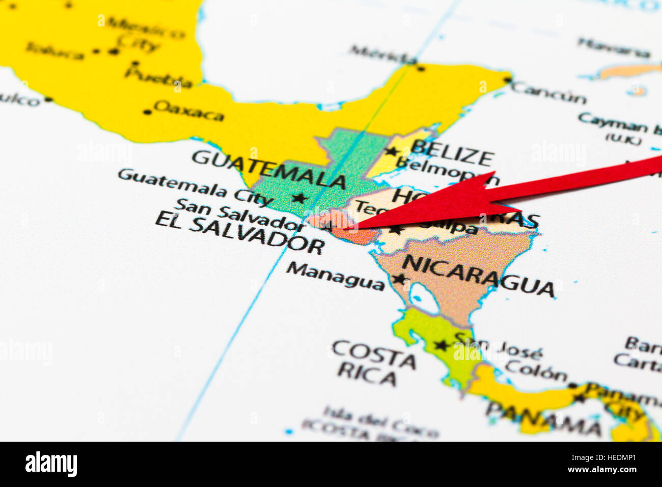 Red arrow pointing El Salvador on the map of south (central) America on