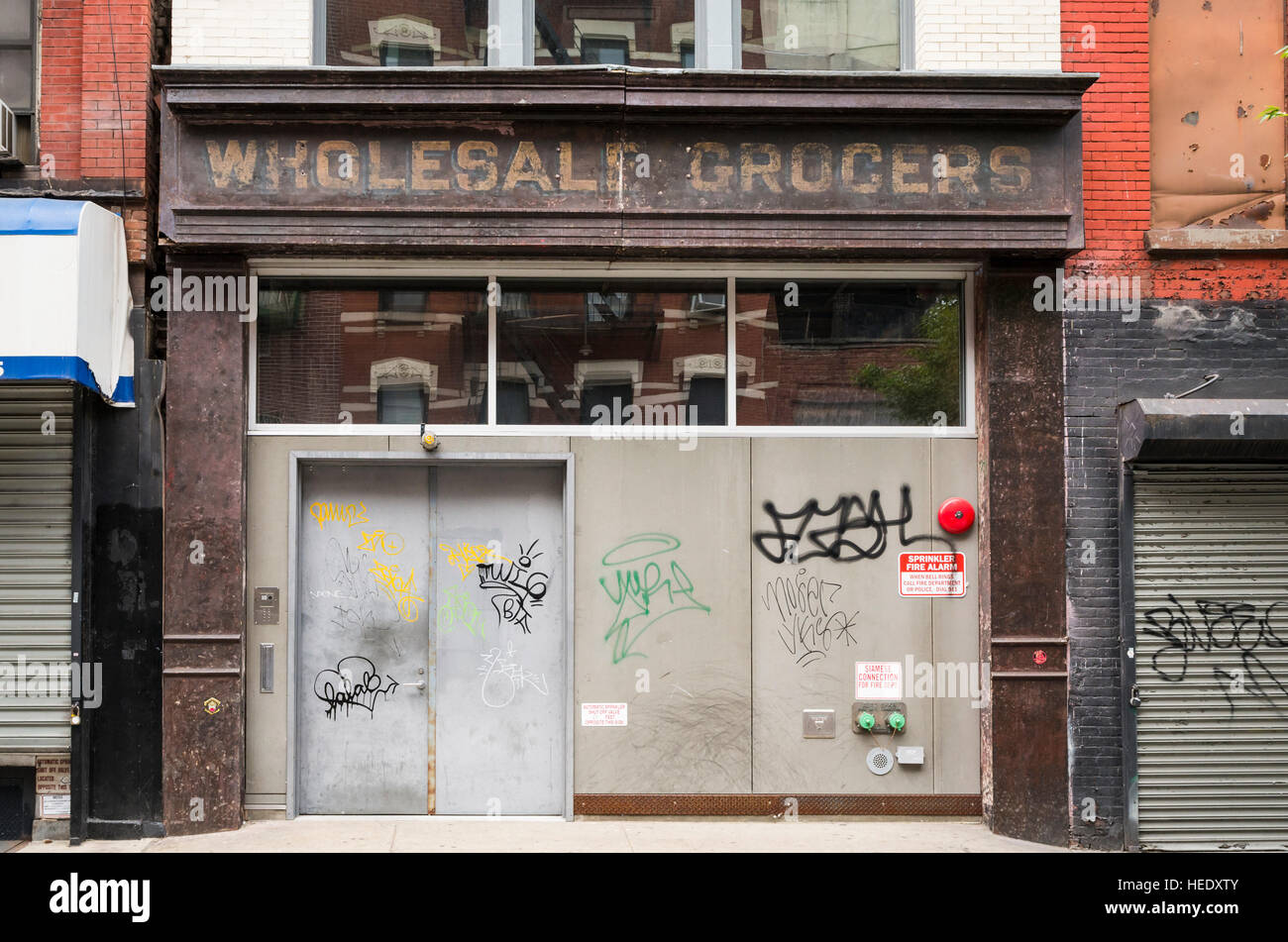 Run down closed Wholesale Grocers store - Stock Image