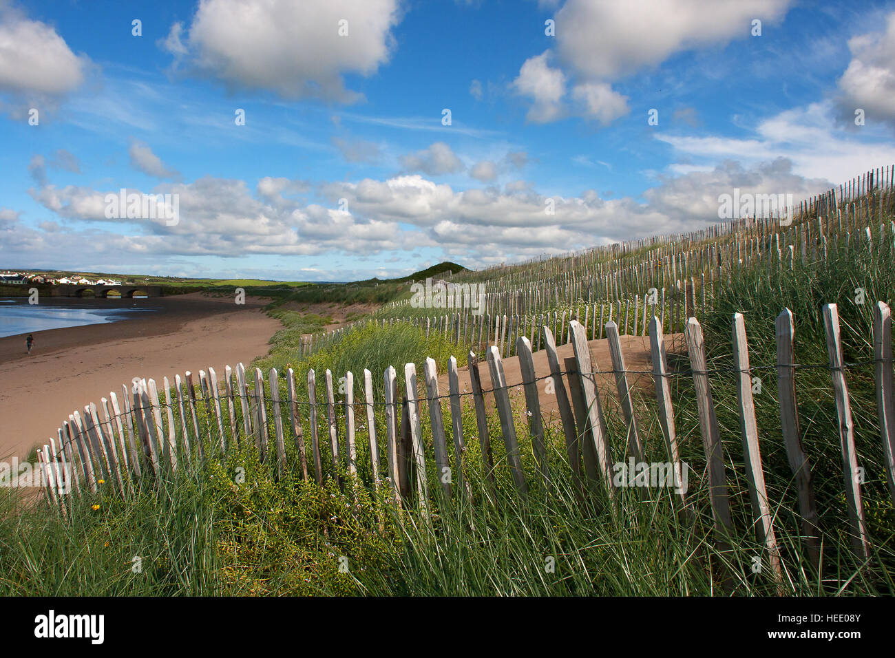 Wired picket fence used as sand dune conservation measure to preserve the natural form and protect natural wildlife - Stock Image