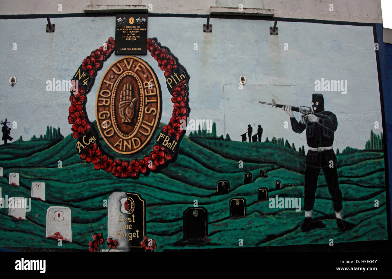 Belfast Unionist, UVF Loyalist Murals,Sniper For God and Ulster,in graveyard - Stock Image