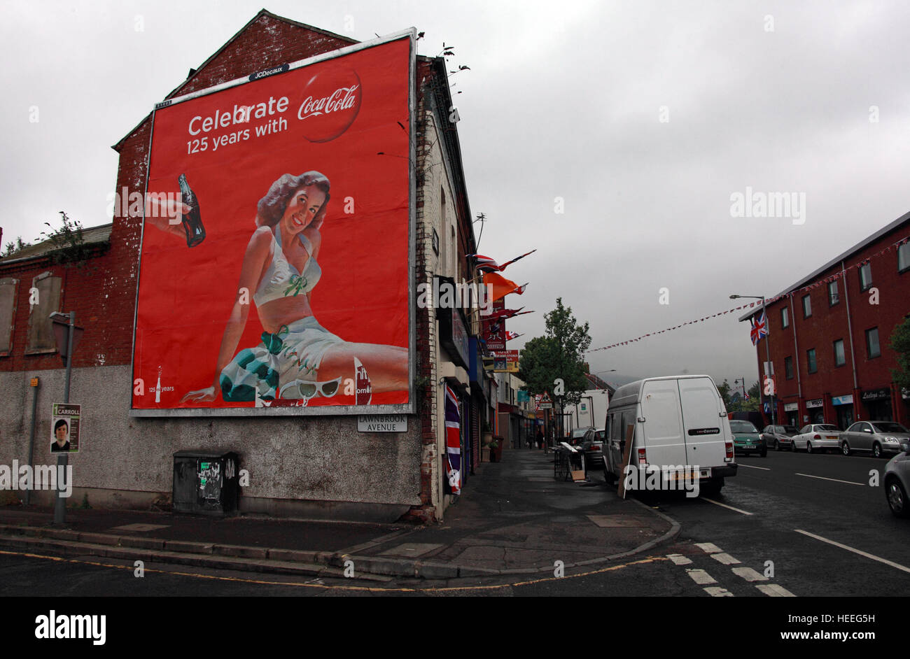 Belfast Unionist, Loyalist Murals and Coca-Cola 125 years Lawnbrook Avenue - Stock Image