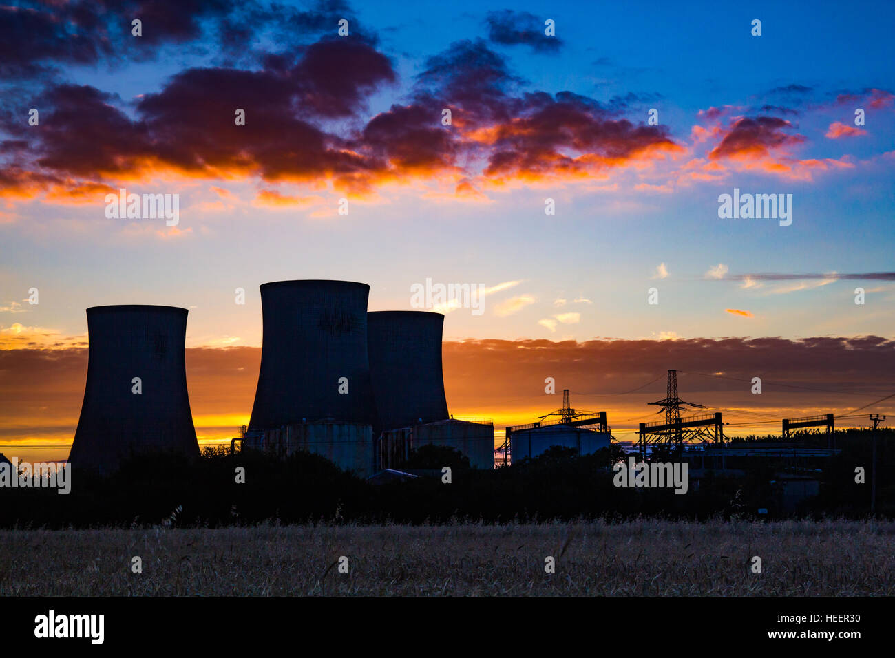 The three towers at Didcot Power Station, in the last of the evening sunshine - Stock Image