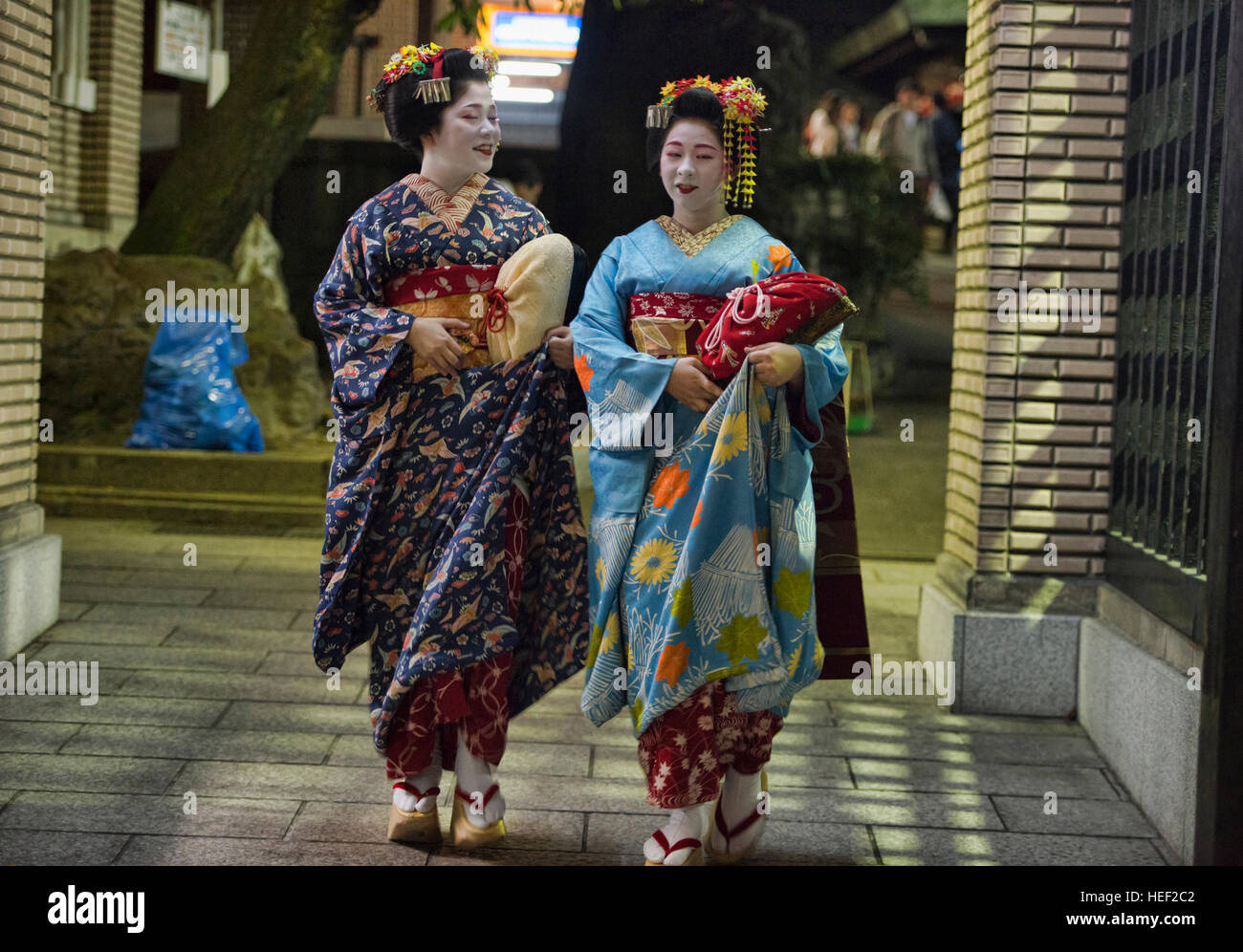 Two maiko walking, Gion, Kyoto, Japan - Stock Image