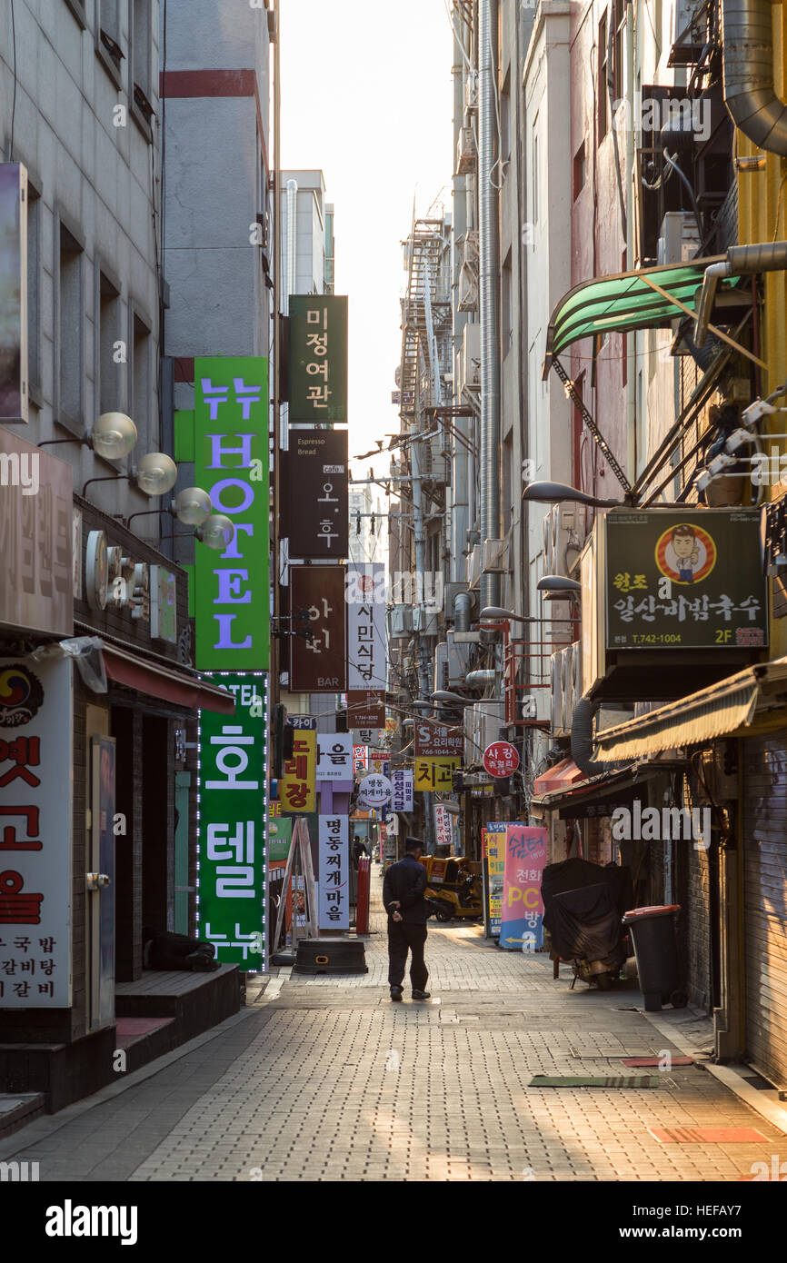 Quiet and commercial back street or alley in the Jongno District (Jongno-gu) in Seoul, South Korea, in the morning. Stock Photo
