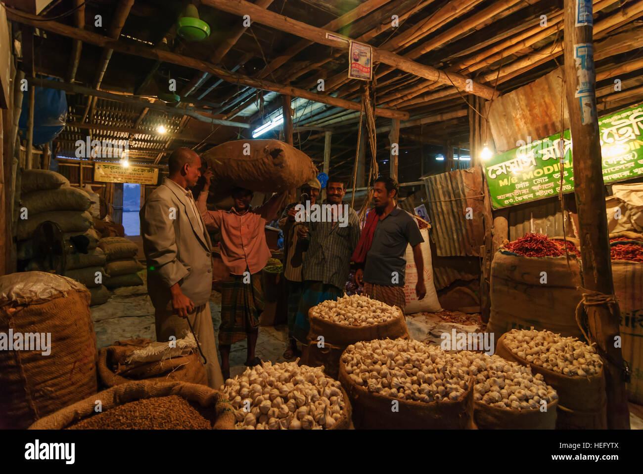 Khulna: Old town; Market, Garlic in jute sacks, Khulna Division, Bangladesh - Stock Image