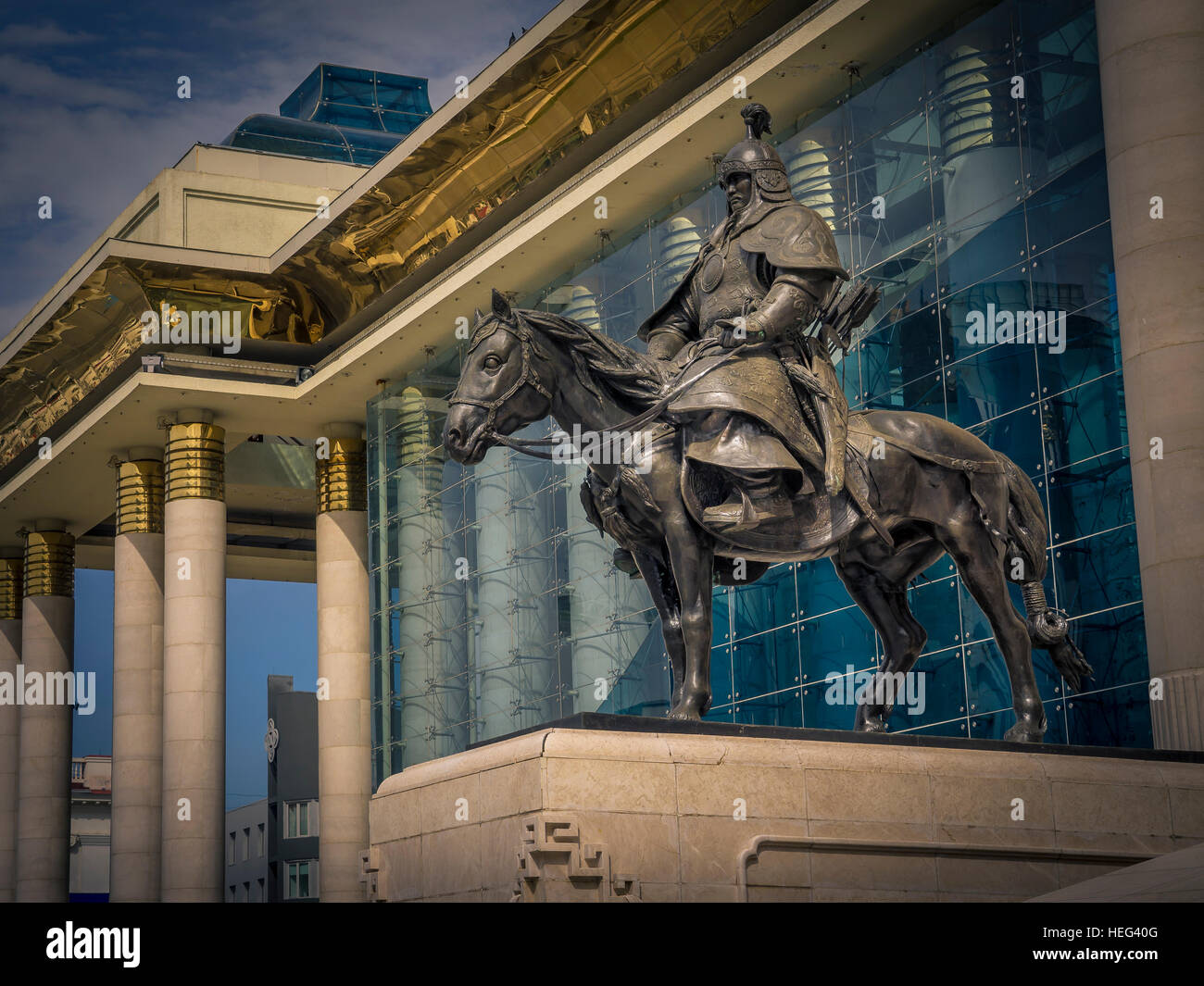 Government Palace, statue, Chinggis Square, Ulaanbaatar, Mongolia - Stock Image