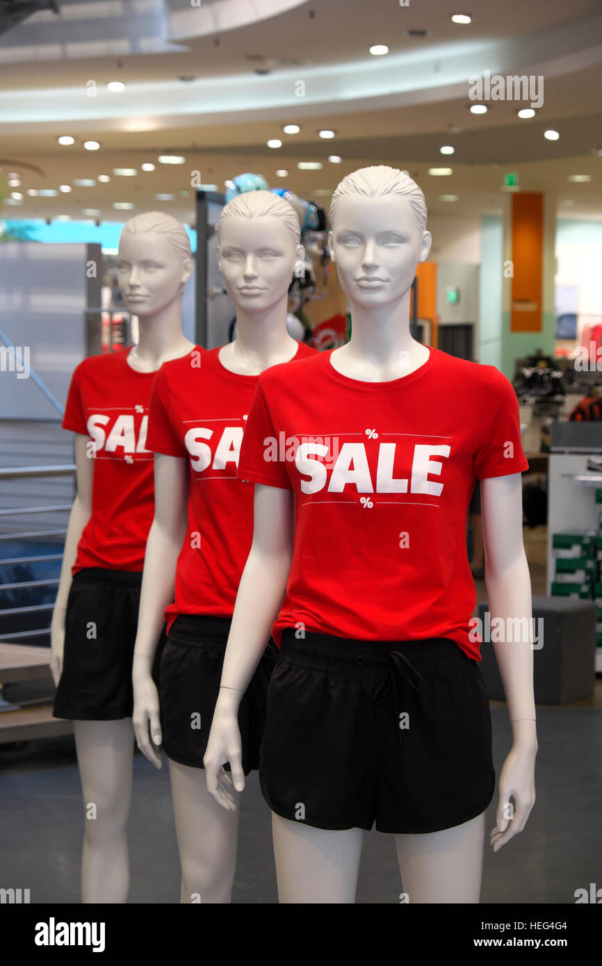 Mannequin with t-shirts displaying Sale - Stock Image
